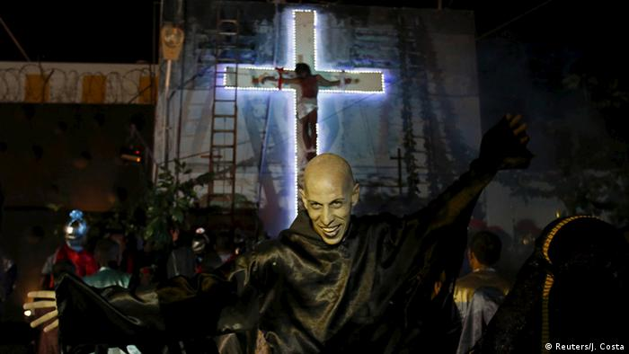 Peru Kreuzigungsszene in einem Gefängnis in Callao (Reuters/J. Costa)