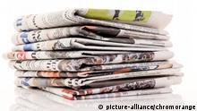 Alte Zeitungen und Zeitschriften auf einem Stapel