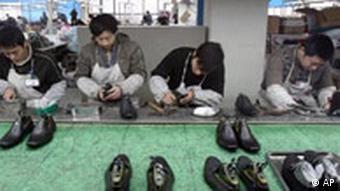Schuhfabrik in CHina. AP Photo/Color China Photo