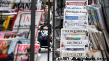 Deutschland Zeitungsständer in Düsseldorf