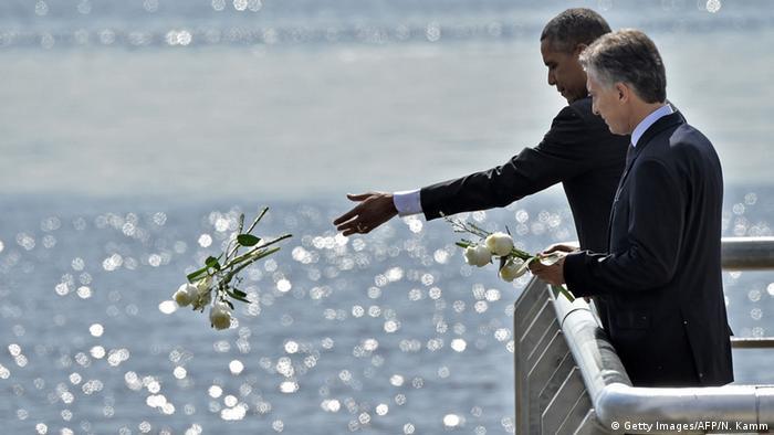 Argentinien - Barack Obama und Mauricio Macri am Denkmal für die Opfer der argentinischen Diktatur (Getty Images/AFP/N. Kamm)
