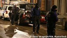 24.03.2016 *** Police officers take part in an operation in Schaerbeek - Schaarbeek, Brussels, late on March 24, 2016. Six people were arrested on March 24, 2016 in a series of police operations in the Belgian capital, the federal prosecutor's office said, two days after jihadist attacks in Brussels left 31 dead. Raids have also taken place in the Brussels district of Schaerbeek where the three airport attackers left from on March 22 morning carrying three explosive-packed suitcases. There have been no arrests in the neighbourhood. / AFP / Belga / NICOLAS MAETERLINCK / Belgium OUT (Photo credit should read NICOLAS MAETERLINCK/AFP/Getty Images) © Getty Images/AFP/N. Maeterlinck
