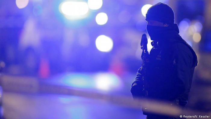 Policía en Bruselas tras el atentado de 2016.