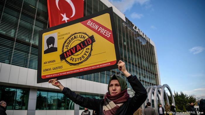 Türkei Istanbul Demonstration für Pressefreiheit (Getty Images/AFP/O. Kose)