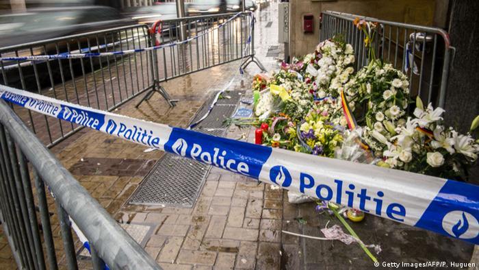 Цветы на месте теракта в Брюсселе
