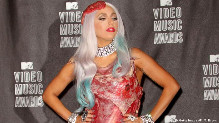 Lady Gaga im Fleischkleid (Foto: Getty Images/F. M. Brown)