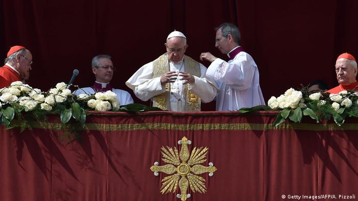 Pope Francis giving the Urbi et Orbi message and blessing