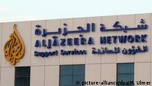Fussball AFC Asian Cup 2011 14.01.2011 Das Emblem des Fernsehsenders Al Jazeera Network am einem Gebaeude in Doha. FOTO: picture-alliance/dpa/M. Ulmer