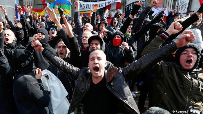 Brüssel Hooligans Rechtsradikale Demonstration Ausschreitungen