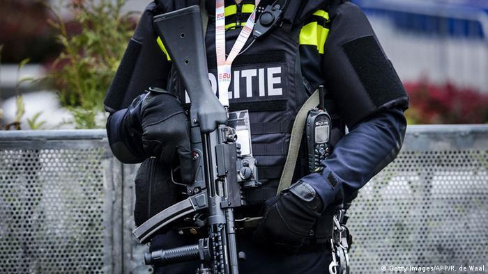 Niederlande Polizei Polizist (Getty Images/AFP/R. de Waal)
