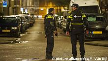 27.3.2016 *** epa05232999 Police stand guard in Rotterdam-West, The Netherlands, 27 March 2016. Dutch police have arrested a 32-year-old Frenchman at the request of French authorities who suspect him of 'involvement in planning a terror attack'. EPA/MARTEN VAN DIJL picture alliance/dpa/M. Van Dijl