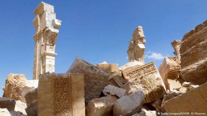 Trümmer und antike Säule, Säulenstraße in Palmyra, Foto: Getty Images