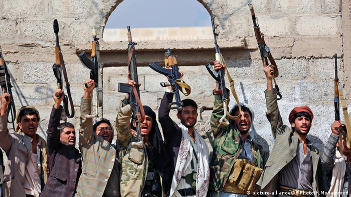 Houthi rebels (picture-alliance/AP Photo/H.Mohammed)