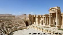 27.03.2016 *** A general view taken on March 27, 2016 shows the theatre in the ancient Syrian city of Palmyra, after government troops recaptured the UNESCO world heritage site from Islamic State (IS) group jihadists on March 27, 2016. President Bashar al-Assad hailed the victory as an important achievement as his Russian counterpart and key backer Vladimir Putin congratulated Damascus for retaking the UNESCO world heritage site. / AFP / Maher AL MOUNES (Photo credit should read MAHER AL MOUNES/AFP/Getty Images) © Getty Images/AFP/M. Al Mounes