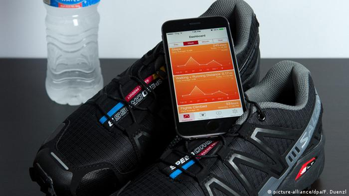 Symbolbild Fitness, Smartphone & APP (picture-alliance/dpa/F. Duenzl)