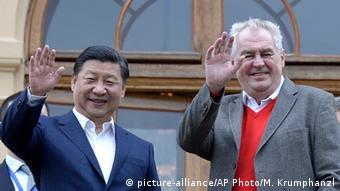 Xi Jinping and Milos Zeman waving