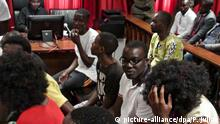 28.3.2016 *** epa05233569 Political activists accused of preparation of a rebellion against the Angolan government during the trial session at Luanda Court, in Luanda, Angola, 28th March 2016. The court handed sentences of two to eight years in prison to 17 activists. EPA/PAULO JULIAO +++(c) dpa - Bildfunk+++ Copyright: picture-alliance/dpa/P. Juliao