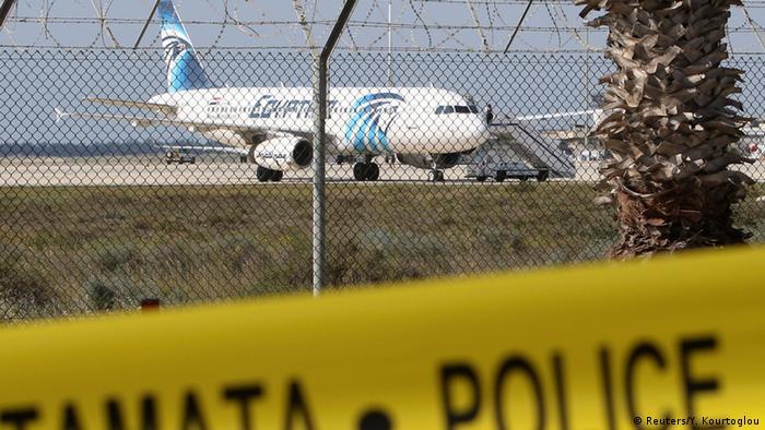 Entführtes Flugzeug von der Fluggesellschaft EgyptAir landet auf Zypern