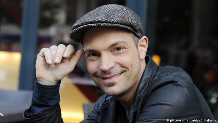 Nacido en Berlín, Roger Cicero murió el 24 de marzo de 2016, un día después de su última aparición en público, a los 45 años a causa de un derrame cerebral. Era hijo del pianista de jazz Eugen Cicero. Muy popular en Alemania, representó a su país en el festival de Eurovisión de 2007.
