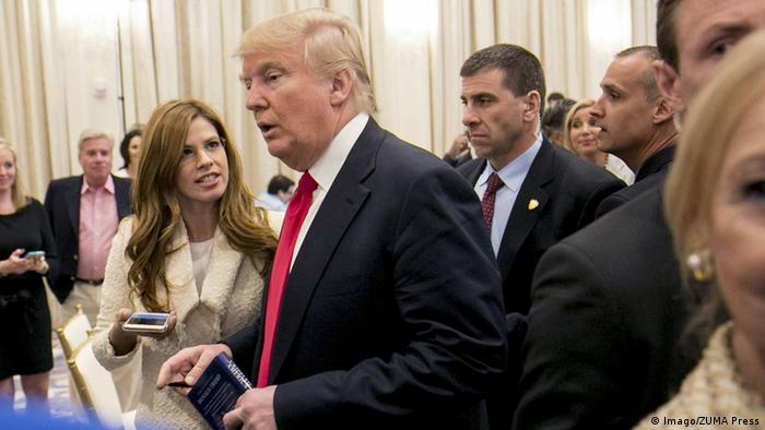 Breitbart reporter Michelle Fields, left, questions Donald J. Trump moments before she was allegedly grabbed by his campaign manager Corey Lewandowski © Imago/ZUMA Press
