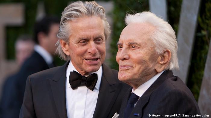 Kirk and Michael Douglas (Getty images / AFP/ A. Sanchez-Gonzalez)