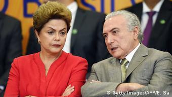 Dilma Rousseff ao lado de Michel Temer: para Ives Gandra, vice-presidente teria base para governar