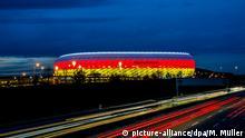 29.03.2016 *** Fußball: Länderspiele, Deutschland - Italien am 29.03.2016 in Allianz Arena, München (Bayern). Die Allianz Arena leuchtet in den deutschen Nationalfarben Schwarz, Rot und Gold. Foto: Marc Müller/dpa +++(c) dpa - Bildfunk+++ Copyright: picture-alliance/dpa/M. Müller
