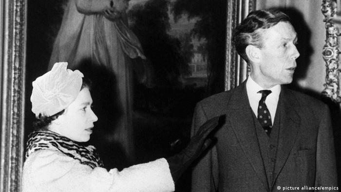 Anthony Blunt der Cmabridge Five zusammen mit der Queen (Foto: picture alliance/empics)