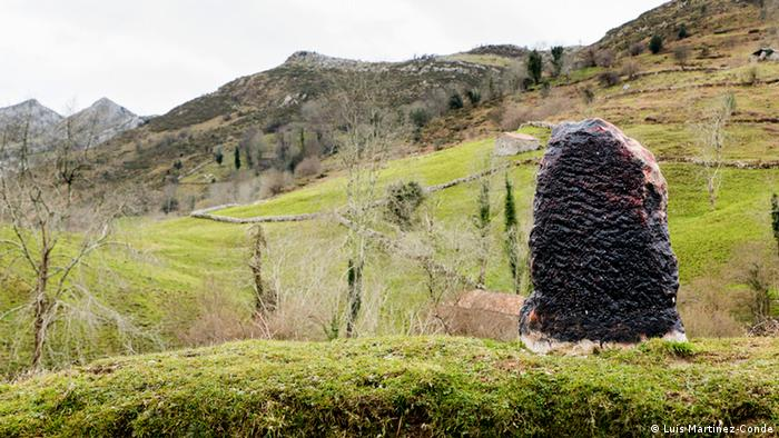 Stone monument in a field copyright: Martinez-Conde