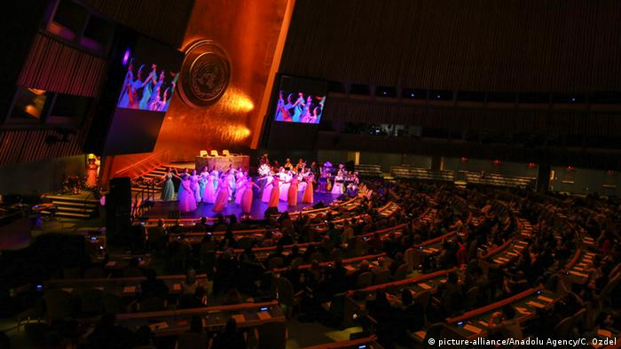 UN in New York - Nowruz-Fest als kulturelles Erbe (picture-alliance/Anadolu Agency/C. Ozdel)
