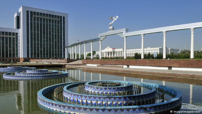 Usbekistan Taschkent Parlaments-und Verwaltungsgebäude am Platz der Unabhängigkeit (Imago/imagebroker)