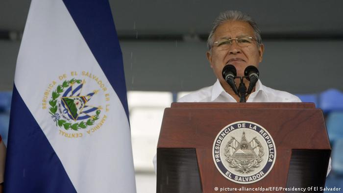 El Salvador Tag der Unabhängigkeit Präsident Salvador Sanchez Ceren in San Salvador (picture-alliance/dpa/EFE/Presidency Of El Salvador)
