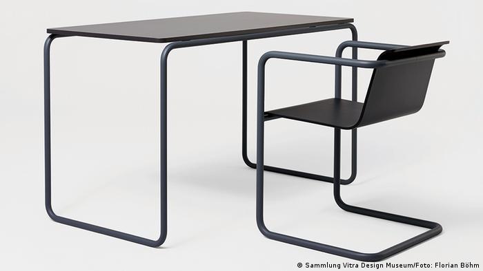 Стол и стулья в стиле Баухауза