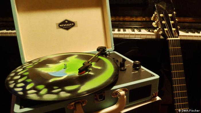 Win a retro turntable - Euromaxx contest (Credit: A. Fischer)