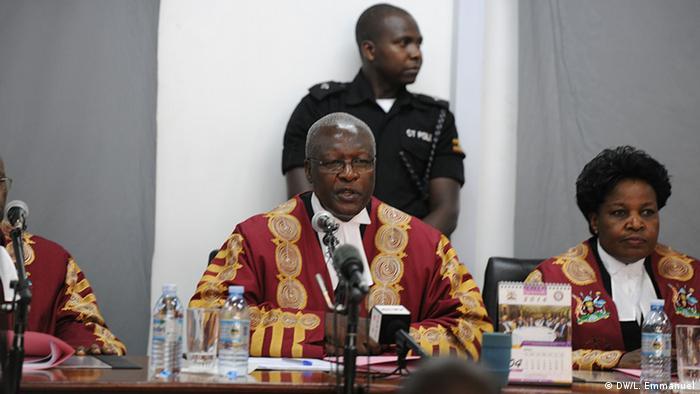 Uganda Entscheidung des Obersten Gerichts - Präsident Yoweri Museveni legal gewählt