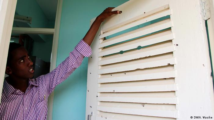 A a student at Garissa University points to a bullet hole (photo: DW/A.Wasike)