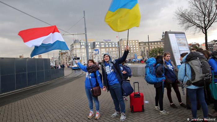 Студенти з Української Академії Лідерства ведуть роз'яснювальну роботу у Нідерландах