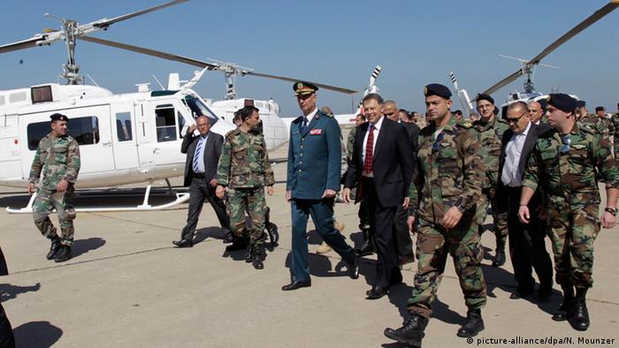 Libanon Hamat Armee Soldaten Übergabe Hubschrauber