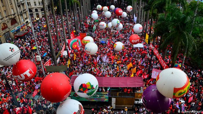 Brasilien Demo in Sao Paulo für Unterstützung von Dilma Rousseff