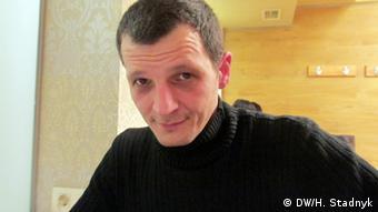 Олександр Садовський пригнав до зони бойових дій десятки автомобілів з Польщі та Німеччини
