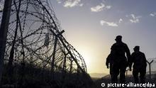Soldaten der mazedonischen Armee patrouillieren am Grenzzaun der griechisch-mazedonischen Grenze. Gevgelija, Republik Mazedonien, 01.03.2016