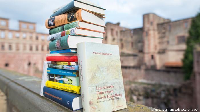 Bücher, die einen Bezug zur Stadt Heidelberg habenamHeidelberger Schloss
