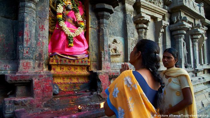 Indien Frauen im Arunachaleswar-Tempel in Tiruvannamalai