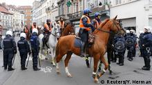 Belgien Berittene Polizei in Brüssel Molenbeek