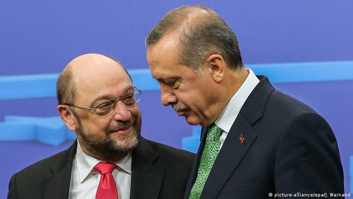 Belgien Martin Schulz und Tayyip Erdogan (picture-alliance/epa/J. Warnand)