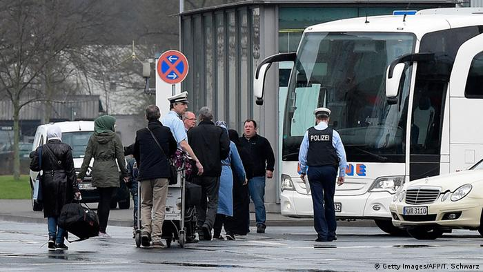 Syrian asylum seekers arrive in Hannover