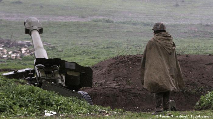 Баку и Ереван заявили о возобновлении ожесточенных боев в Нагорном Карабахе