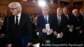 Frank-Walter Steinmeier with other politicians at the memorial