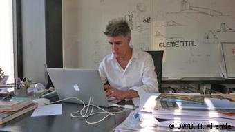 Architect Alejandro Aravena at his office in Chile, Copyright: DW/B. H. Allende