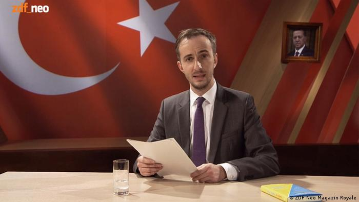 Screen shot of Jan Böhmermann in ZDF Neo Magazin Royale reciting Erdogan poem, Copyright: ZDF Neo Magazin Royale